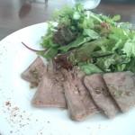 前菜、豚舌のカルパッチョ・フラレボワーズ風味のドレッシング