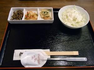 三軒茶屋の韓国料理「ウリサラン」で「プルコギ定食」