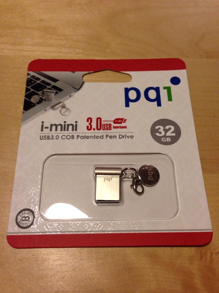 お買い物♪ MacBook Air 13 に常時挿しておくための極小 32GB USB 3.0 メモリ(PQI i-mini COB 3.0 32GB ペニーサイズ)