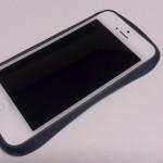 iPhone 5に装着したところ:Deff CLEAVE ALUMINIUM BUMPER Mighty2 サンライズブルー
