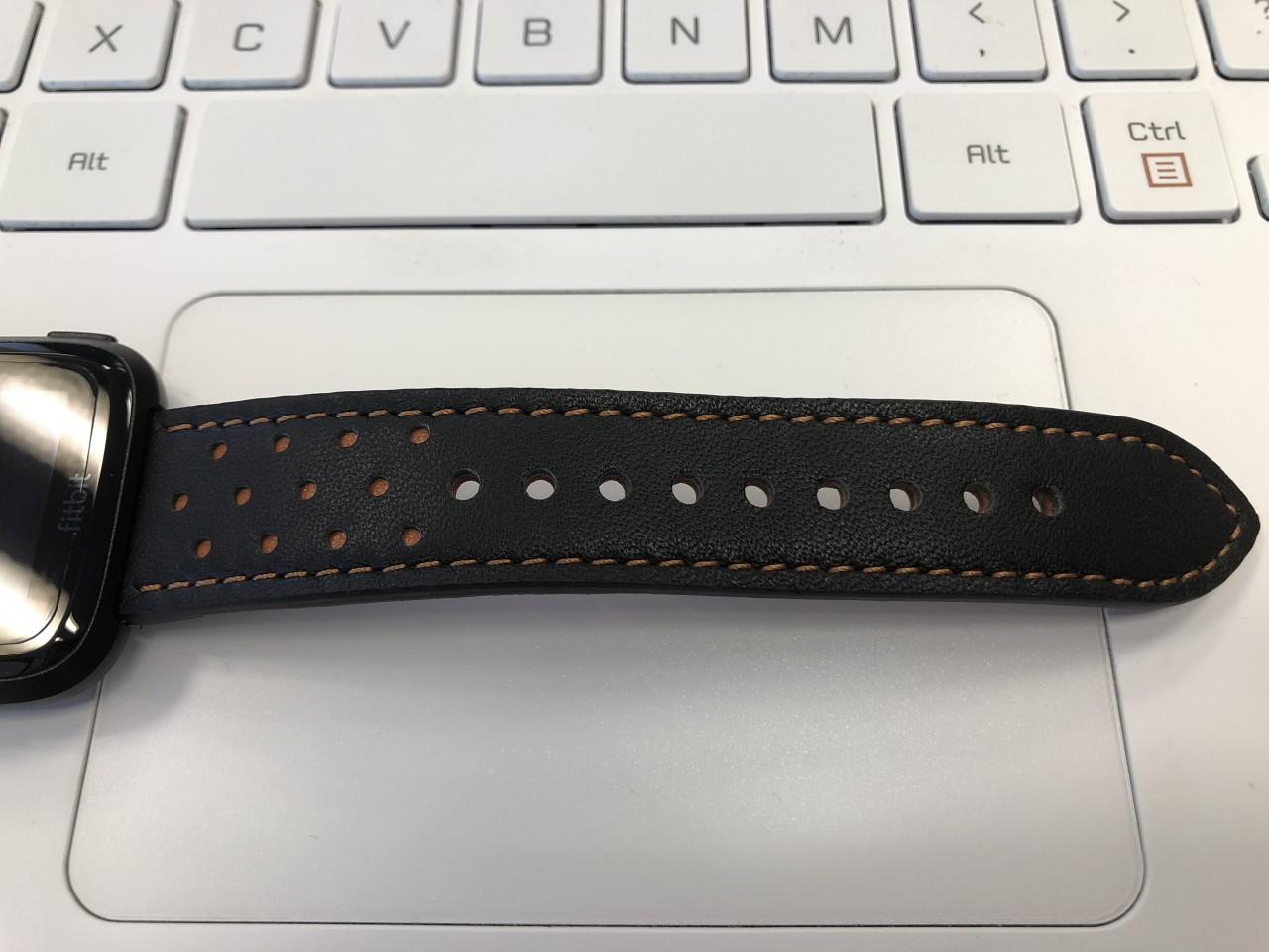 Kartice for Fitbit Versa高品質レザーバンド 剣先側