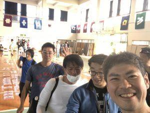 宮古島ワイドーマラソン ゼッケンの受け取りに並ぶ