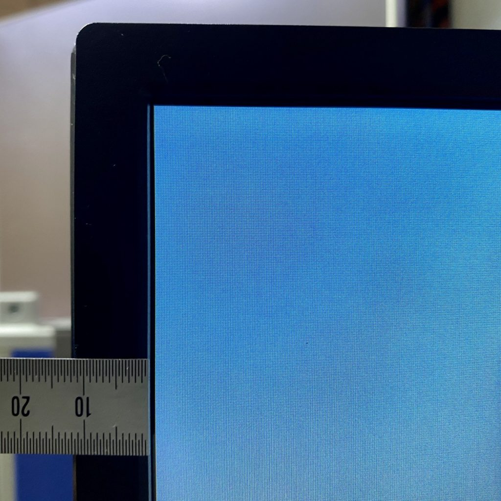 ViewSonic VX3211-4K-MHD-7 ベゼルの厚み