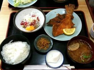 定食(カレイ唐揚、まぐろ納豆)