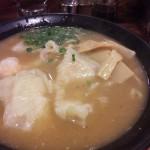 広州市場の海老雲呑麺